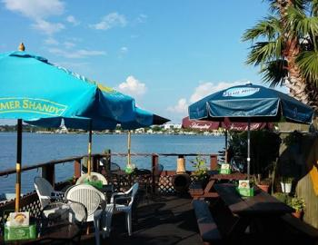Wahoo's Waterside Pub & Patio